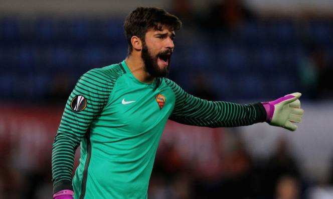MU nhập cuộc, tính hớt tay trên Liverpool giành thủ thành Roma