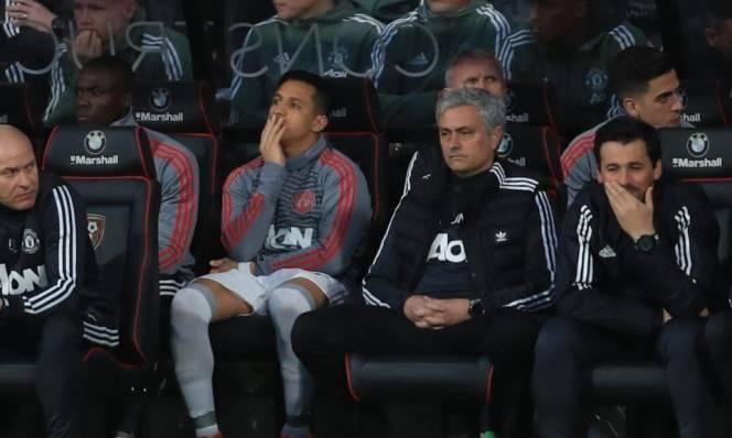 Chốt đội hình MU đấu 'Gà trống': Sanchez ngồi ngoài?