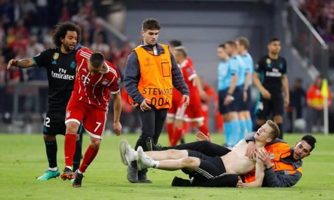 """Bayern tiếp tục gặp """"hạn"""" từ trận thua Real"""
