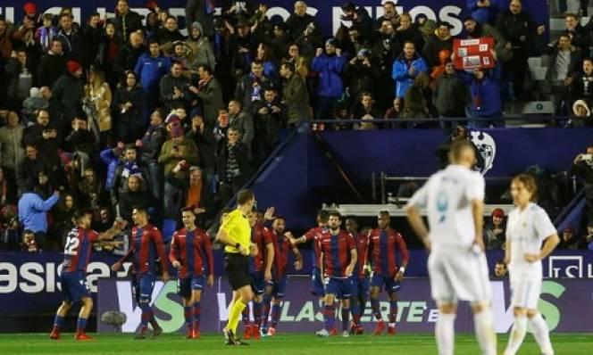 Không thắng nổi Levante: Real Madrid đánh mất bản ngã