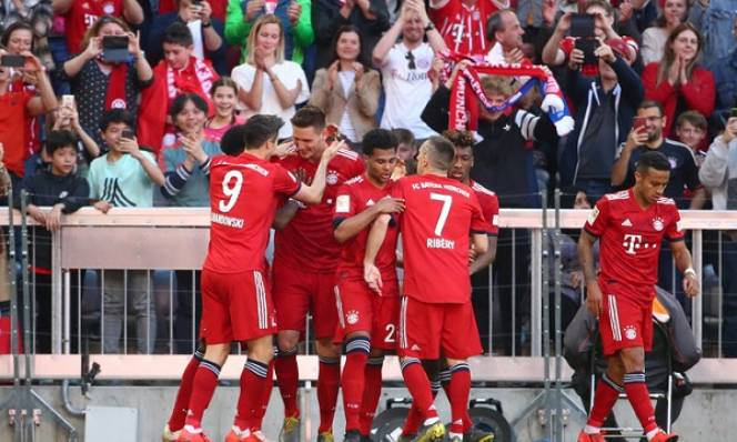 Sắm vai người hùng Suele đưa Bayern trở lại ngôi đầu