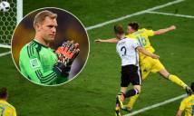 Thủ thành Neuer lên giữa sân trong pha ghi bàn của Mustafi