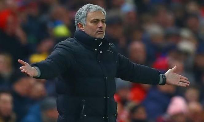 Mourinho: 'MU đen đủi thế là cùng'