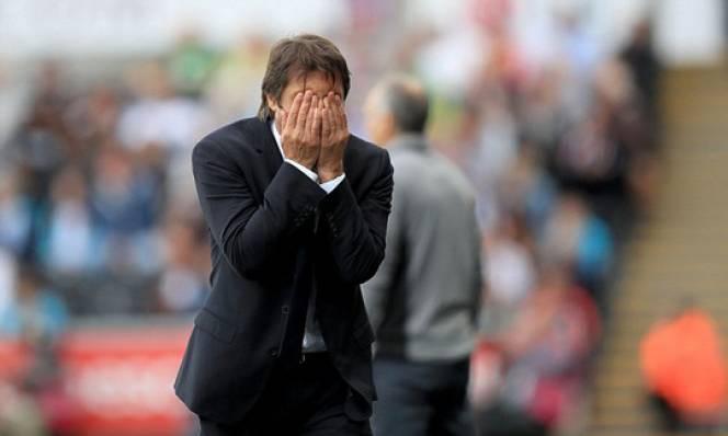 HLV Conte nộp phạt 8.000 bảng, bị ghi vào