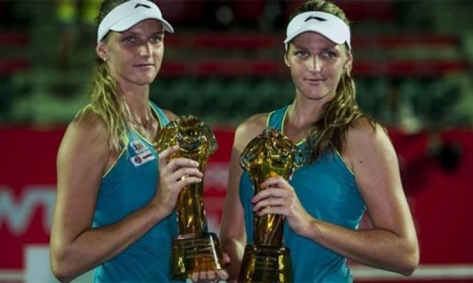 Làng quần vợt thế giới 'bối rối' vì cặp song sinh tài sắc vẹn toàn