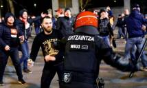 NÓNG: Bạo động kinh hoàng tại Europa League, 1 cảnh sát thiệt mạng