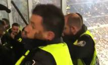 Fan Tottenham bị bảo vệ Barca đánh nhừ tử