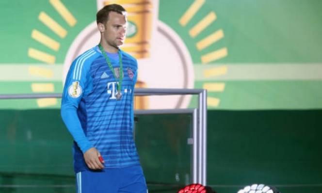 Trở lại Bayern sau chấn thương, Neuer 'bất lực' cùng đồng đội nhận HCB