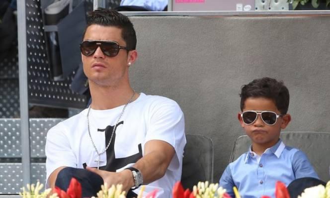 Bí ẩn bóng đá: Con trai Ronaldo ra đời như thế nào?
