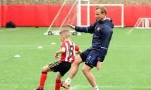 Chùm ảnh: Các cầu thủ Sunderland bị đội trẻ 'bán hành' trên sân tập
