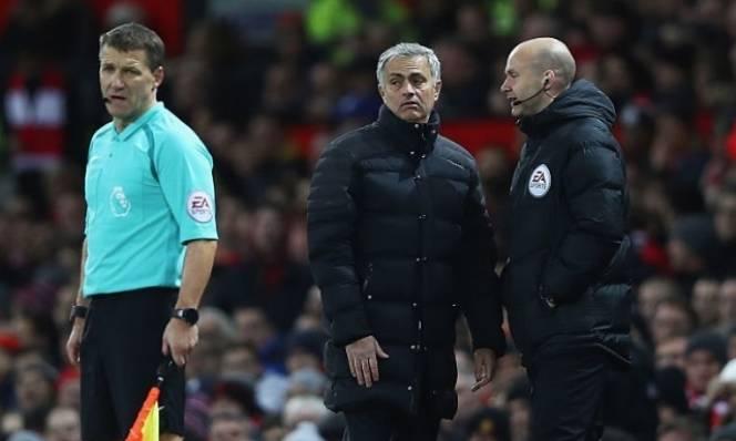 Mourinho - bậc thầy về 'đổ lỗi'