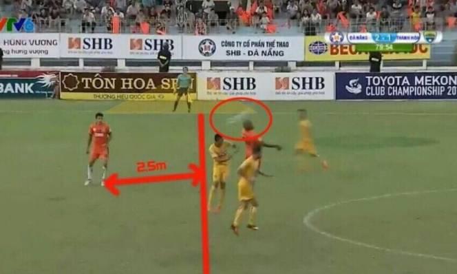Bàn thắng ma khiến Thanh Hóa thua tức tưởi ở vòng 14 V-League
