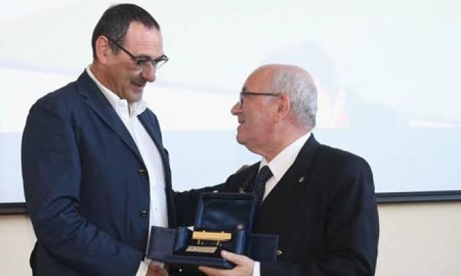 Maurizio Sarri 'ẵm' giải HLV xuất sắc nhất năm tại Serie A