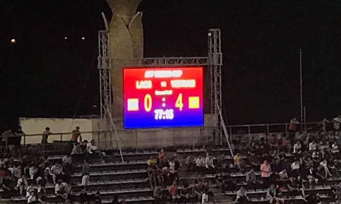 Bảng tỷ số 'việt vị' khi thông báo Việt Nam dẫn Lào 4-0