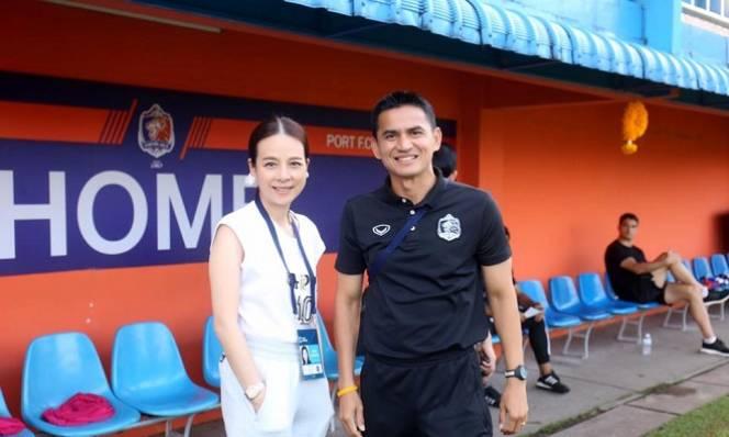 Chia tay Thai League, Kiatisak bỗng dưng đắt khách