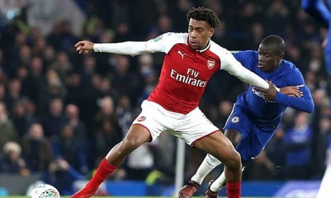 Sử dụng cầu thủ hút cần sa, Arsenal bị cười vào mặt