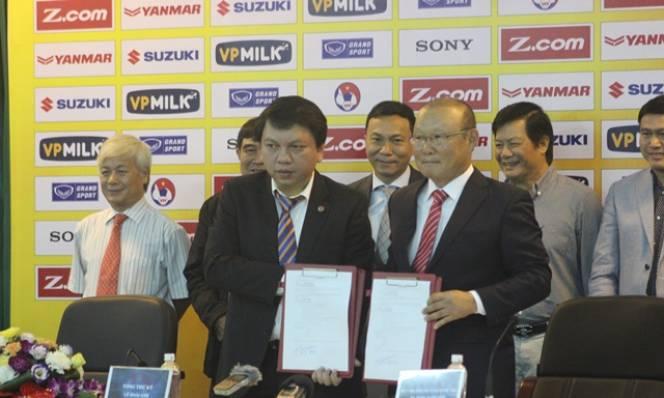 Ra mắt ĐTVN, đội bóng của HLV Park Hang Seo lập tức 'hên'