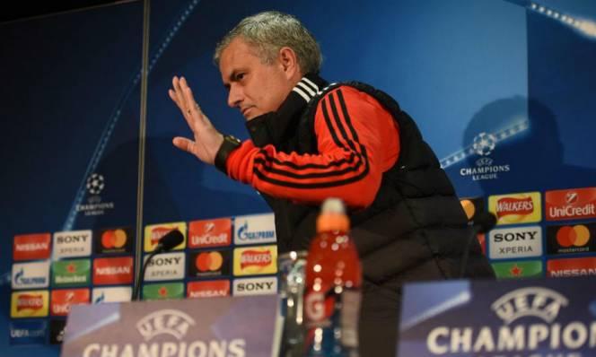 Mourinho tuyên bố Real đừng mơ động vào De Gea