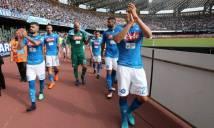 Gần như hết khả năng vô địch, cầu thủ Napoli đi quanh sân xin lỗi khán giả