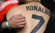 Fan xăm tên và số áo C. Ronaldo trên lưng
