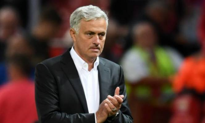 Sau thất bại trước Brighton, Mourinho vẫn được huyền thoại MU bênh vực