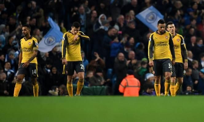 Arsenal: Khủng hoảng đến muộn