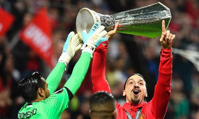 Một lần nữa, Ibrahimovic lại khiến thế giới phải kinh ngạc!