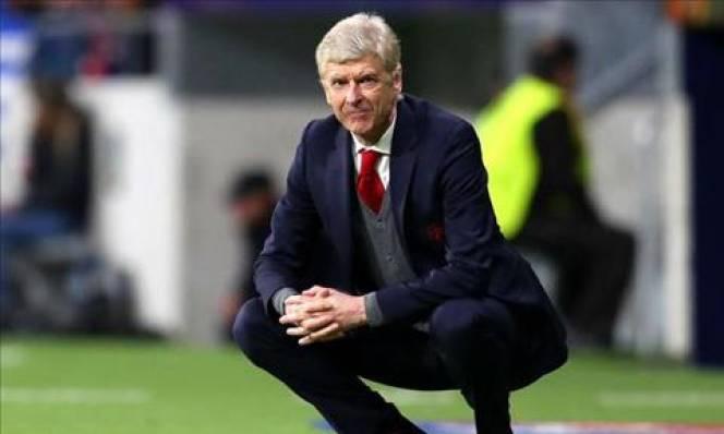 "Sao Atletico chơi trò ""vừa đấm, vừa xoa"" với Wenger"