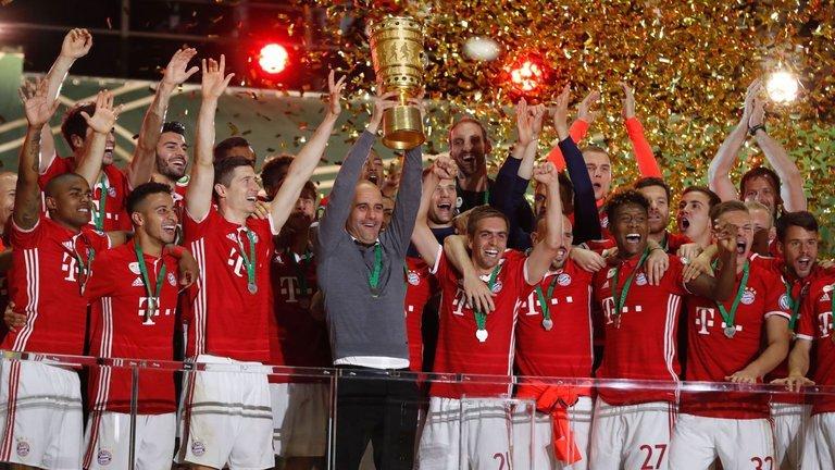 Pep nghẹn ngào nói lời xin lỗi Bayern