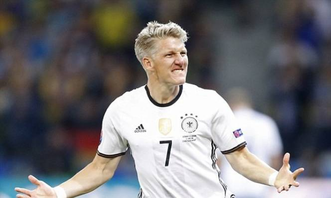 Schweinsteiger được đồng đội ca ngợi
