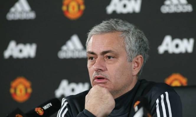 """Trước """"bão"""" tin đồn, Mourinho cam kết ở lại Man Utd tới hết hợp đồng"""