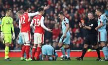 Sao Arsenal bị trừng phạt sau tấm thẻ đỏ