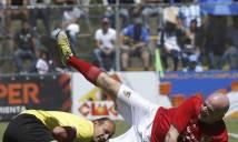 Chủ tịch FIFA bị đốn ngã chỏng vó
