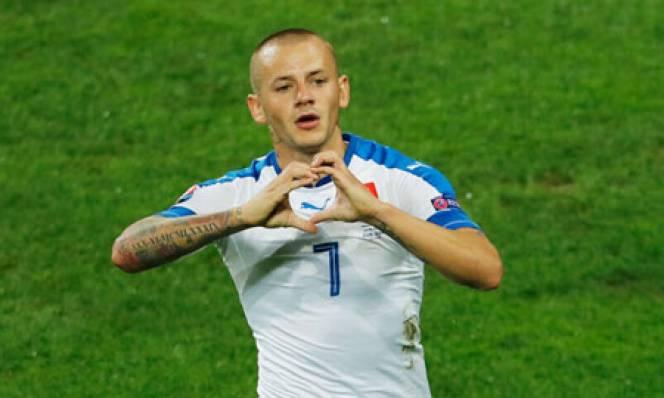 Cựu sao Man City ghi tên vào lịch sử EURO