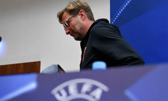 HLV Jurgen Klopp nổi giận rời buổi họp báo vì câu hỏi 'lạc quẻ'