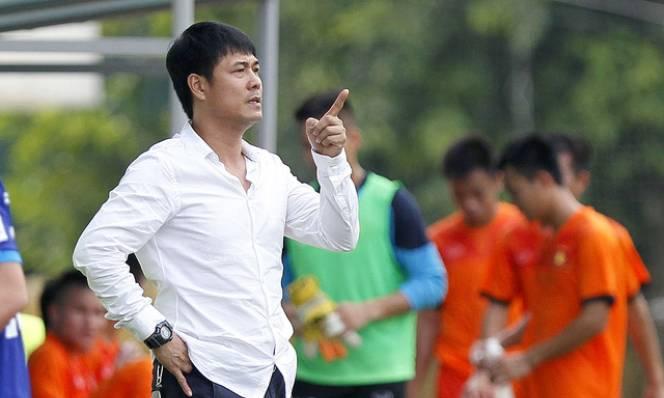 HLV Hữu Thắng mong Việt Nam có được mặt sân tốt