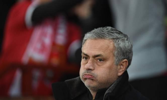 Hòa West Ham, fan Quỷ Đỏ tỏ 'thái độ' với Mourinho
