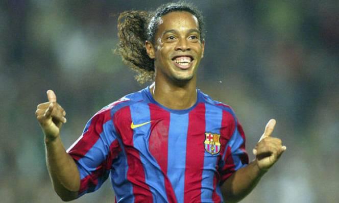 SỐC: Suýt chút nữa Ronaldinho 'dính đòn' từ các danh thủ của MU