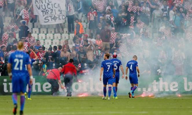 Croatia tiếp bước Nga nhận án phạt của UEFA