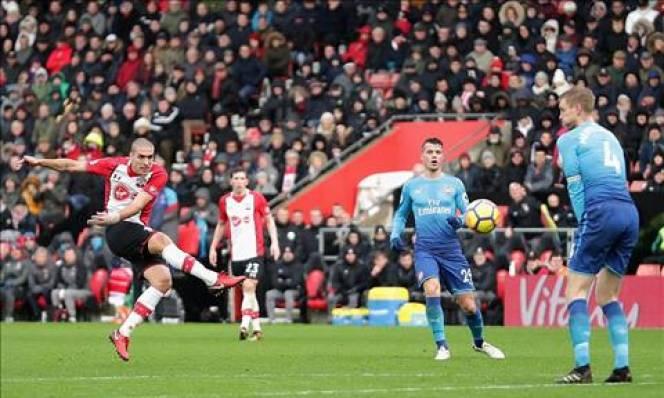 Petr Cech chỉ trích đồng đội sau trận hòa Southampton