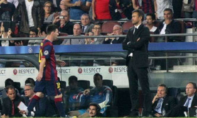 Mới nhận tin sẽ chia tay Barca, HLV Enrique bị Messi nhận xét gây choáng