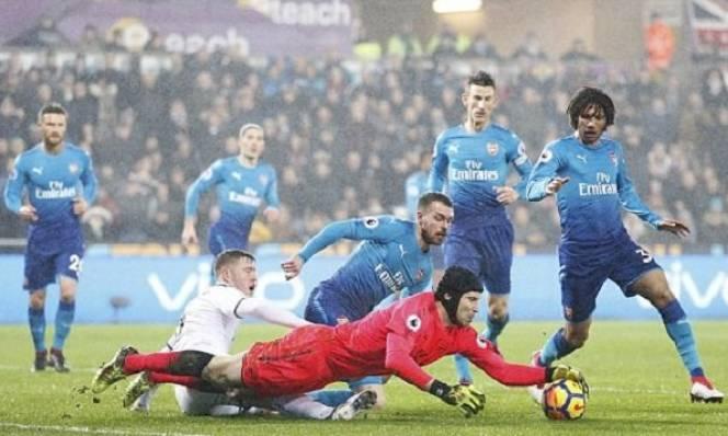 Chấm điểm Arsenal sau trận thua Swansea: Hàng thủ 'ma ám'