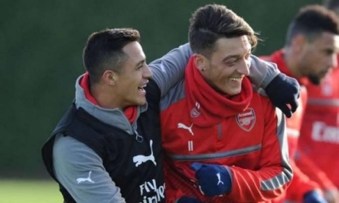 Giám đốc Arsenal lên tiếng về tương lai Sanchez, Oezil
