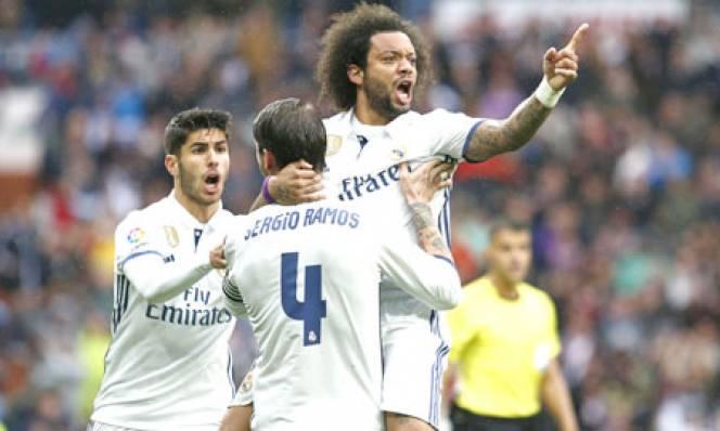 Vượt qua thành tích của Carlos, Marcelo vẫn chưa thể ngang tầm đàn anh