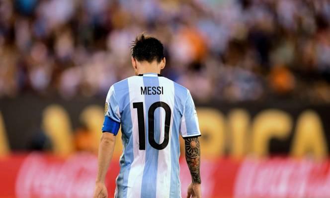 Luis Suarez: 'Messi sẽ thay đổi quyết định'