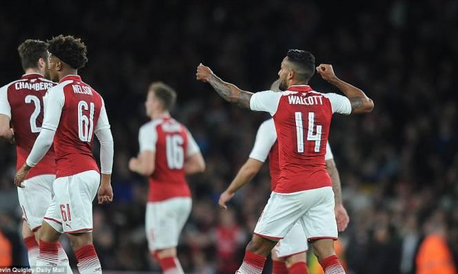 Arsenal 1-0 Doncaster: Walcott cứu rỗi