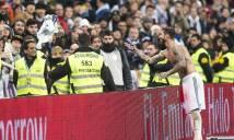 Ramos đổi áo với CĐV để chiến lợi phẩm không ai ngờ