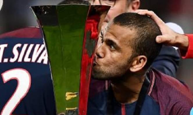 Dani Alves tiết lộ lý do rời Juventus