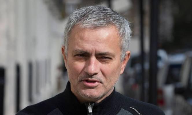 'Nghi án' Van Gaal bị Mourinho đâm sau lưng