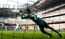 Chặn 2 quả penalty, Stekelenburg đi vào lịch sử Premier League